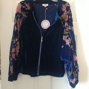 NWOT Umgee Soft Jacket w/sheer floral sleeves